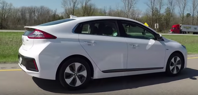 Hyundai Ioniq Electric & Hybrid Maximum Range Challenge - Yuri and Jakub Go For a Drive