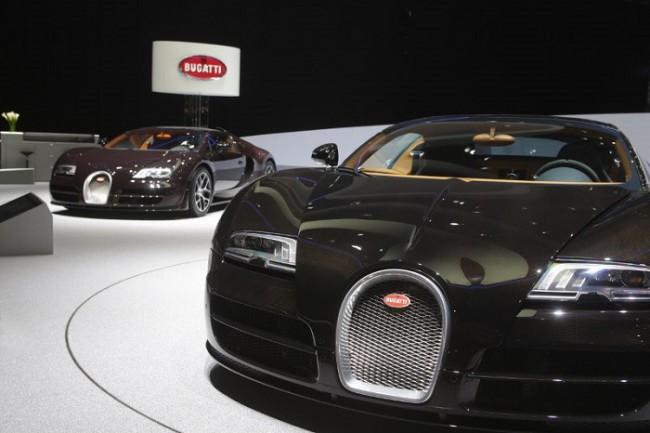 bugatti veyron meet the craziest car at the chicago auto show auto news. Black Bedroom Furniture Sets. Home Design Ideas